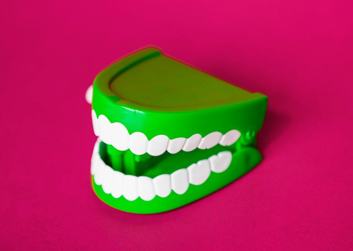 skaisti zobi