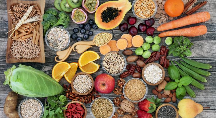 dažādi veselīgi produkti